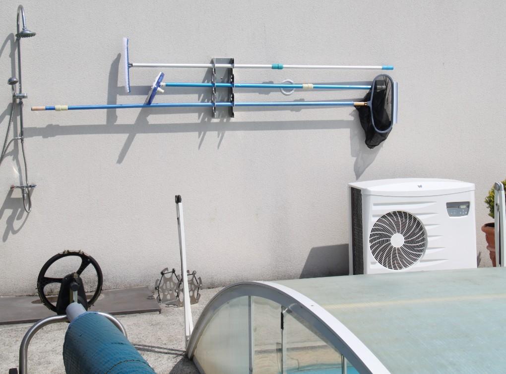 support de rangement du matériel de piscine