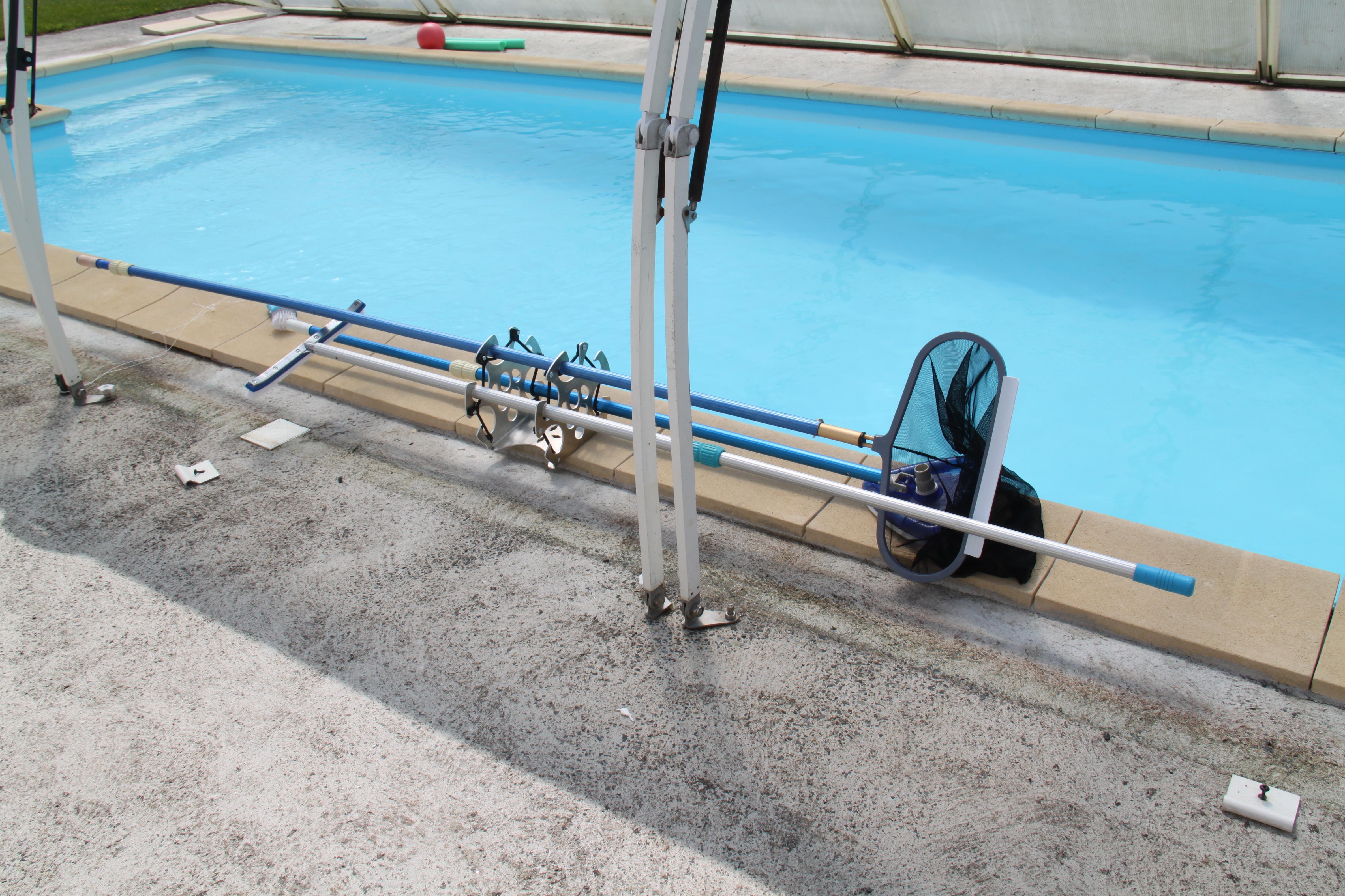 porte-outil fixe et mobile pour le matériel de piscine