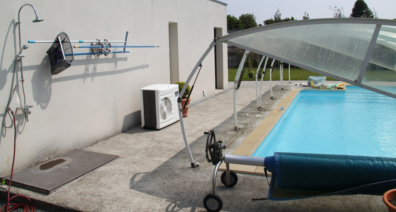 The unique Porti'tou system to store pool cleaning equipment in all safety